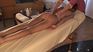 SUPER MODEL GETS A SENSUAL BODY MASSAGE AND ORGASM P1