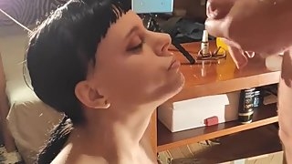 Teen cumslut gets a big facial in a bukkake blowbang by a stranger HD