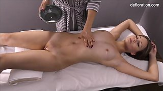 Jennifer pussy massaged until orgasms