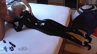 UNBELIEVABLE HOT BLOW JOB IN LATEX