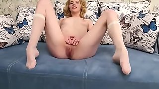 Bored of studying Sonya Chiksa reveals virgin pussy