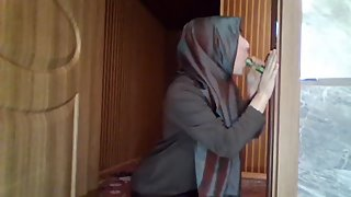 Hijab Teen Blowjob and Handjob :)